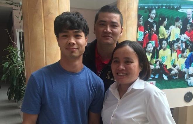 Cong Phuong, Van Toan chi gan 10 trieu dong mua ve AFF Cup hinh anh
