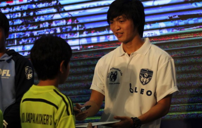 HLV Nhat Ban lay Tuan Anh lam guong cho doi tre Yokohama hinh anh