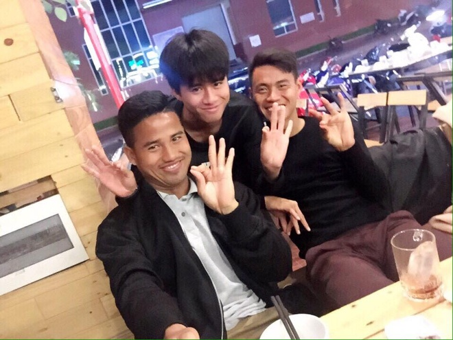Fan khac dua hau tang sinh nhat Phan Thanh Hau hinh anh 2