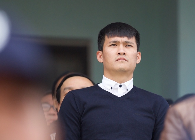 Cong Vinh lo toc bac tren san Thanh Hoa hinh anh