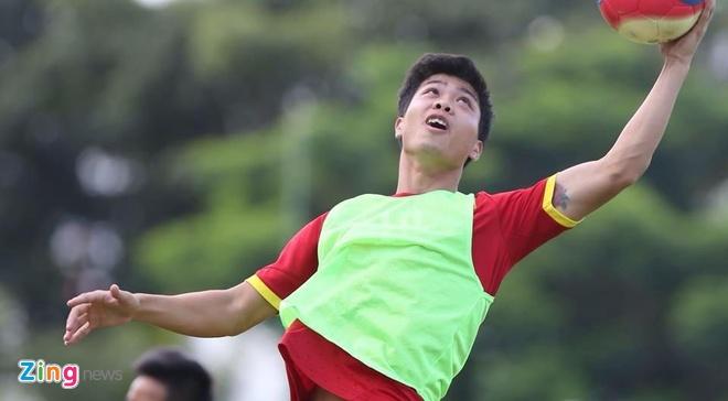 Cong Phuong khoe hinh xam sau cu dup o V.League hinh anh 1