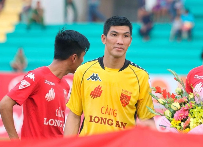 Long An dinh chi va cat luong thu mon dien tro lo o V.League hinh anh