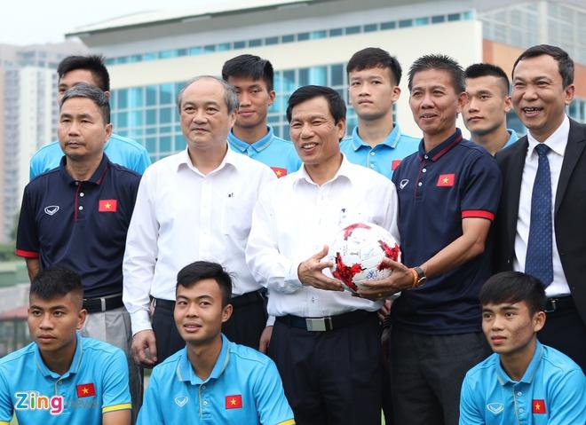 Bo truong Nguyen Ngoc Thien giao nhiem vu cho U22 va U20 Viet Nam hinh anh 1