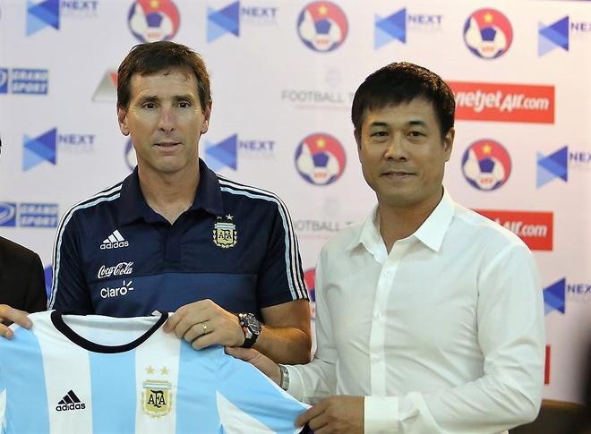 HLV U20 Argentina xin loi vi khong danh van duoc ten Cong Phuong hinh anh