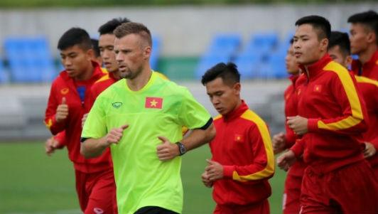 U20 Viet Nam hung khoi ra san tap o Han Quoc hinh anh
