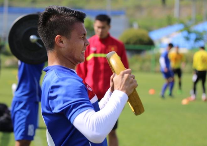 Thanh Hau chay dua voi thoi gian truoc gio chot danh sach du World Cup hinh anh 8