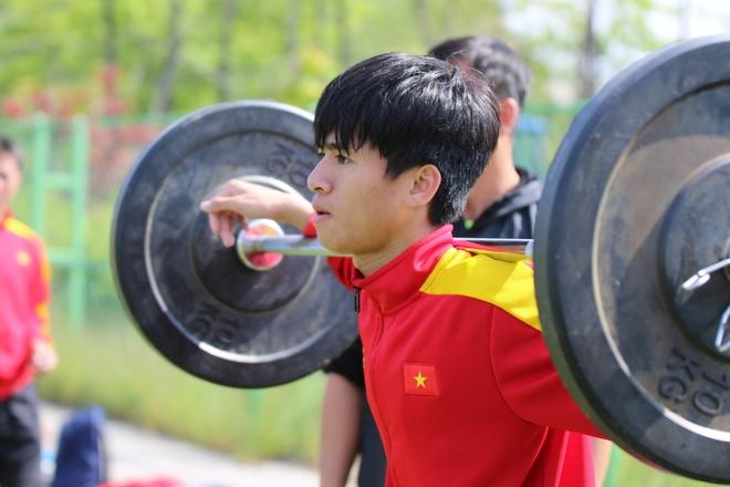 Thanh Hau chay dua voi thoi gian truoc gio chot danh sach du World Cup hinh anh 2