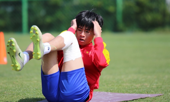Thanh Hau chay dua voi thoi gian truoc gio chot danh sach du World Cup hinh anh 1