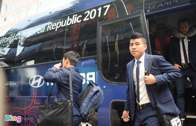Cau thu U20 Viet Nam dien vest 'xong dat' FIFA U20 World Cup hinh anh 2
