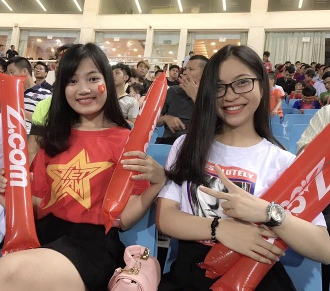 Ban gai tien ve U20 Viet Nam gui qua dac biet sang Han Quoc hinh anh 5