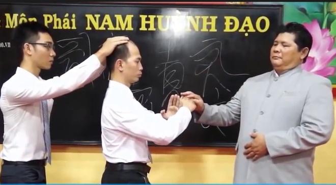 Lang khong kinh: Cong phu thuong thua cua cao thu khi cong? hinh anh