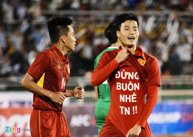 Van Toan dong vien ban gai bang thong diep in tren ao? hinh anh 1