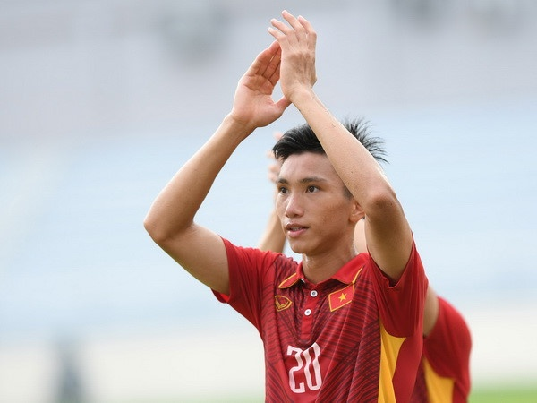Doan Van Hau sang Myanmar tang cuong cho U18 Viet Nam hinh anh