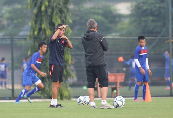 HLV Hoang Anh Tuan muon lan thu 2 gianh ve di World Cup cung U19 VN hinh anh