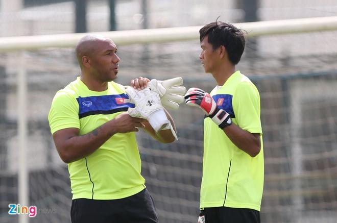 HLV doi tre Arsenal 'day lai tu dau' cho thu mon U19 Viet Nam hinh anh 7