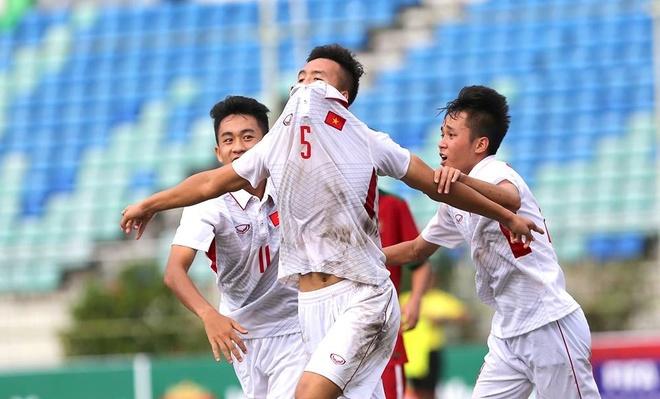 Viet Nam thang tran ra quan Vong loai U19 chau A hinh anh