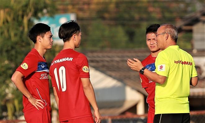 Bo ba tan cong U23 Viet Nam tap rieng sau tran thang U23 Myanmar hinh anh