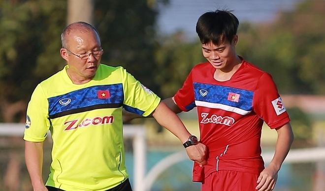 HLV Park Hang-seo keo ao nhac nho Van Toan, Quang Hai hinh anh