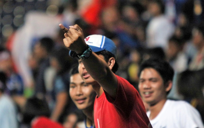CDV Thai Lan gio 'ngon tay thoi' chi trich trong tai sau tran thua hinh anh