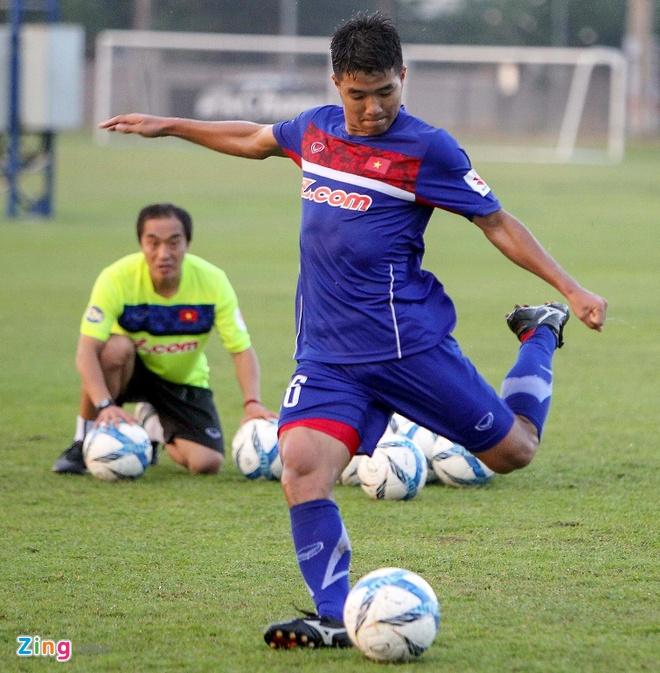 Cau thu U23 Viet Nam vui dua tren san tap truoc tran gap U23 Thai Lan hinh anh 5