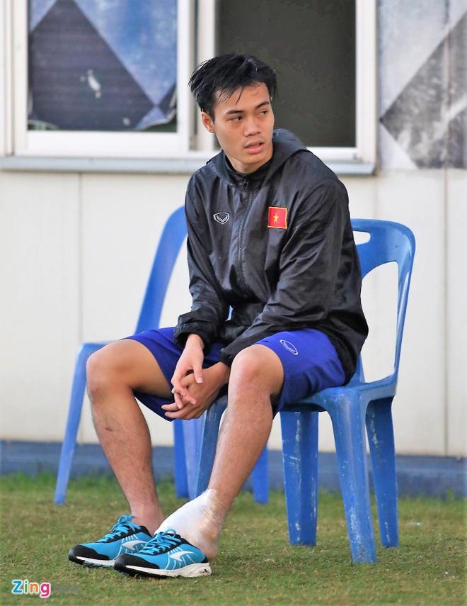 Cau thu U23 Viet Nam vui dua tren san tap truoc tran gap U23 Thai Lan hinh anh 7