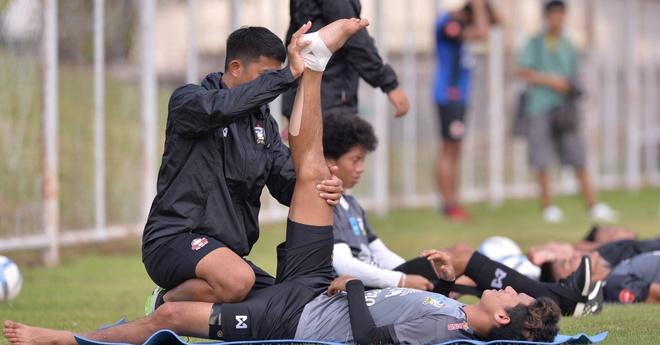 Cau thu U23 Thai Lan chay dua voi thoi gian truoc tran gap U23 VN hinh anh