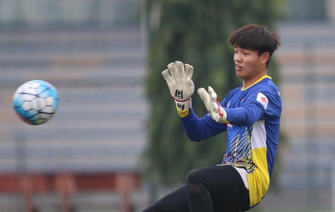 Phi Minh Long binh phuc truoc ngay U23 VN chot danh sach hinh anh