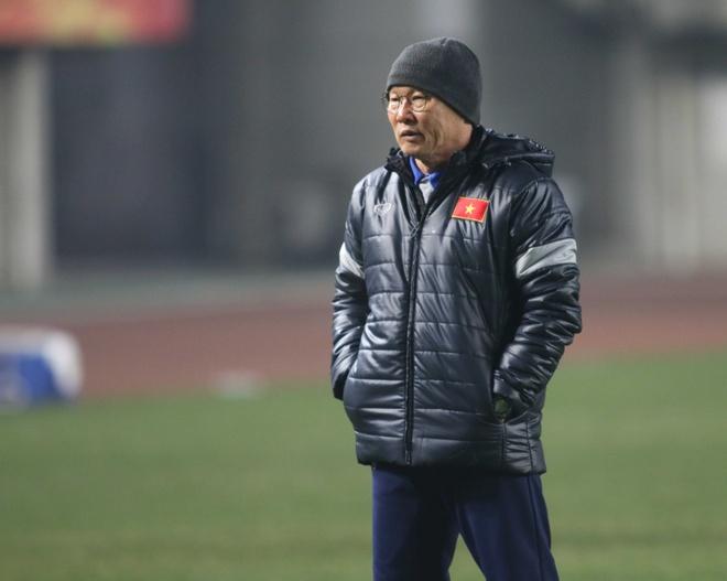 HLV Park Hang-seo tuoi cuoi tren san tap cua U23 Viet Nam hinh anh 1