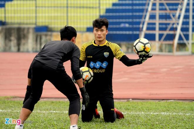 Thu mon Bui Tien Dung se bat chinh o AFC Cup 2018? hinh anh 2