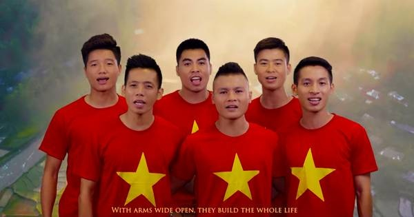 Tuyen thu U23 Viet Nam giup nu cong nhan bi no luong ve que don Tet hinh anh