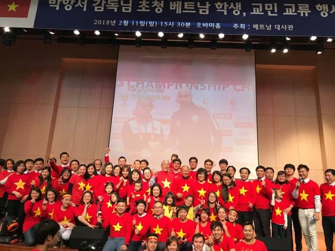 HLV Park Hang-seo giao luu voi nguoi ham mo Viet Nam o Han Quoc hinh anh 1