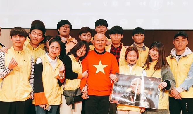 HLV Park Hang-seo giao luu voi nguoi ham mo Viet Nam o Han Quoc hinh anh 2
