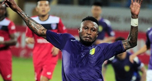 Samson tro lai V.League sau khi bi CLB Thai Lan thanh ly hop dong hinh anh