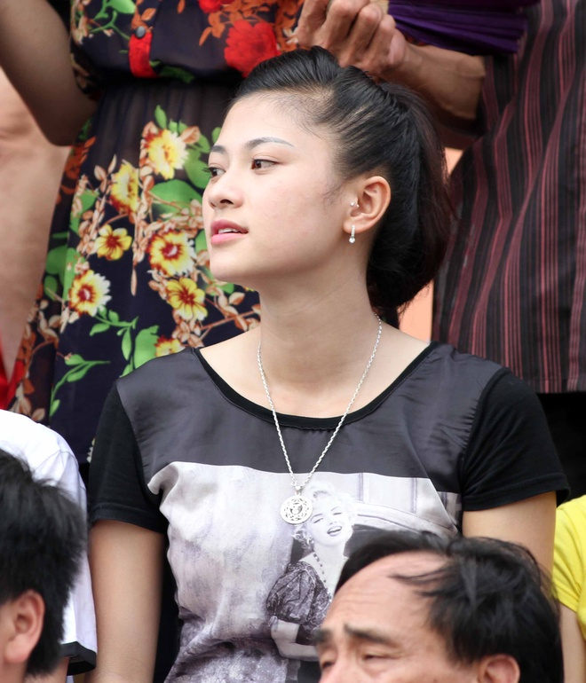 CDV nu xinh dep dot nong khan dai san Cam Pha hinh anh