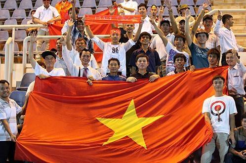 Nhung CDV dac biet cua tuyen U19 Viet Nam hinh anh 2 CĐV VN tại Brunei đi cổ vũ U19 VN trong trận thắng U21 Campuchia 3-0. Ảnh: N.K.