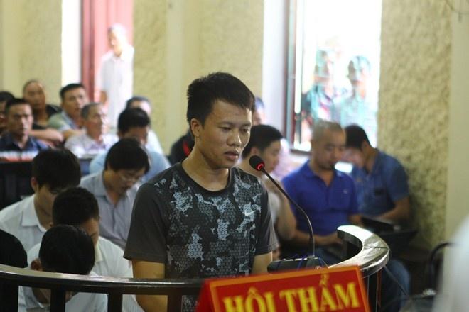 Bau Truong doa kien cac cau thu Ninh Binh ra toa hinh anh