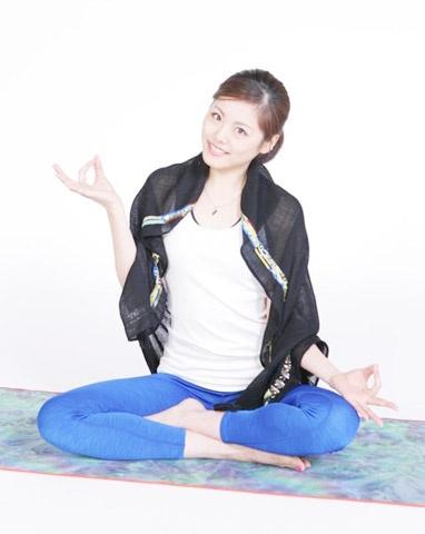 Bong hong giup Nishikori viet co tich o US Open hinh anh 1 Người đẹp Tsuboi hiện đang làm HLV yoga.