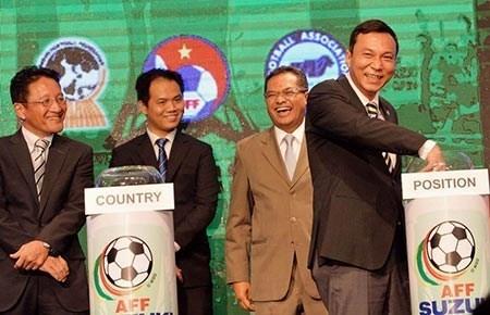 PCT VFF lam Truong doan dieu hanh VCK U19 chau A hinh anh