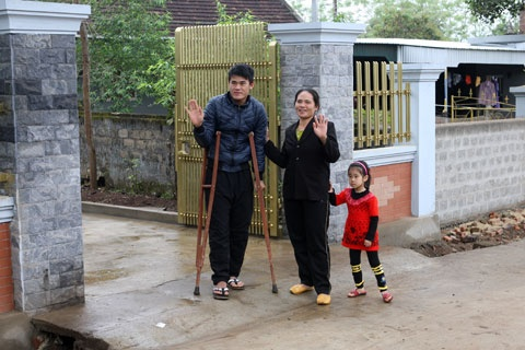 Hau ve Nguyen Anh Hung (Hai Phong): Hoi sinh tu bi kich hinh anh 5 Mẹ và gia đình luôn là nguồn động viên lớn lao nhất đối với Hùng.