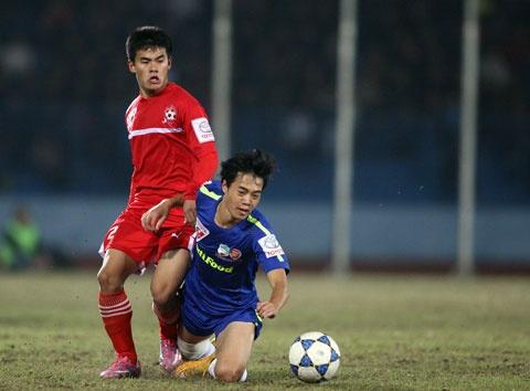 Hau ve Nguyen Anh Hung (Hai Phong): Hoi sinh tu bi kich hinh anh 6 Anh Hùng trở lại thăng hoa cùng đồng đội tại CLB Hải Phòng.