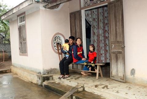 Hau ve Nguyen Anh Hung (Hai Phong): Hoi sinh tu bi kich hinh anh 3 Gia cảnh khốn khó của Anh Hùng.