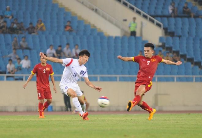 HLV Miura va mat trai cua loi choi quyet liet hinh anh 2 Nhiều cầu thủ lo ngại nếu không đá quyết liệt sẽ bị mất chỗ ở đội bóng của HLV Miura. Ảnh: Tùng Lê.