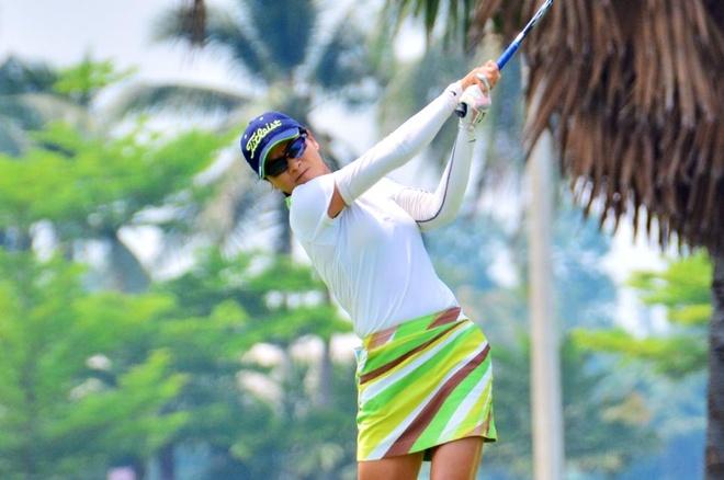 Golf thu Tang Thi Nhung o tuoi 36 van 'vut' ra HCV quoc gia hinh anh