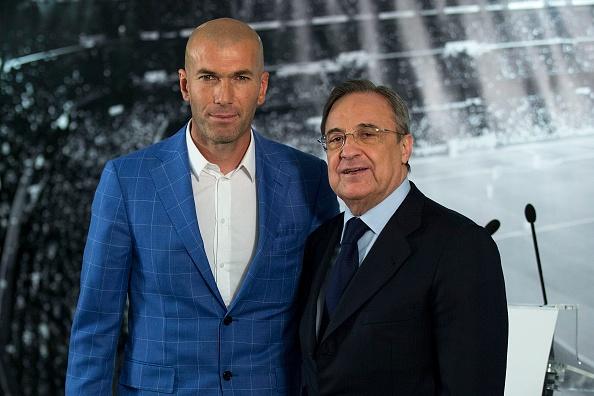 Real bat ngo sa thai HLV Benitez, bo nhiem Zidane hinh anh