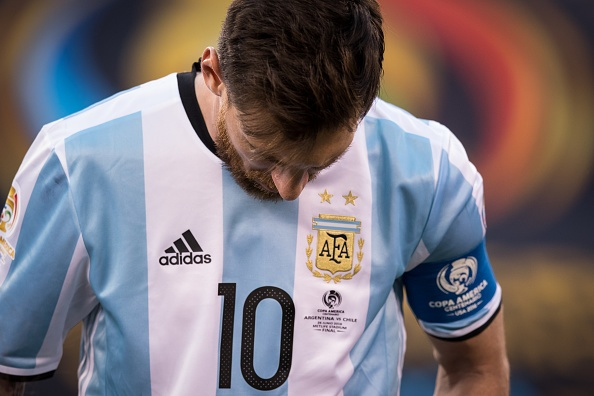 Ban linh cua Maradona la thu Messi con thieu hinh anh