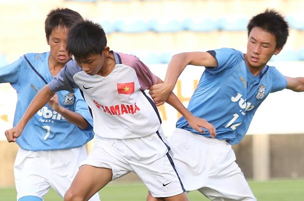 Lua U13 VN ngay ngat khi da tren mat co J.League hinh anh
