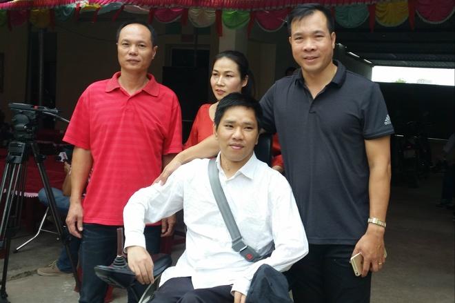 Chang trai khuyet tat vuot hon 20 km gap Hoang Xuan Vinh hinh anh