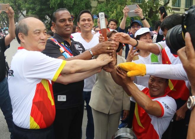 Hoang Xuan Vinh chay huong ung SEA Games 29 hinh anh 8