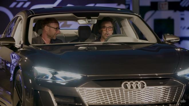 Iron Man Tony Stark toi dai ban doanh Audi ban ve xe dien e-tron GT hinh anh