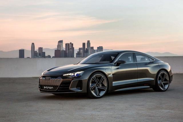 Iron Man Tony Stark toi dai ban doanh Audi ban ve xe dien e-tron GT hinh anh 2